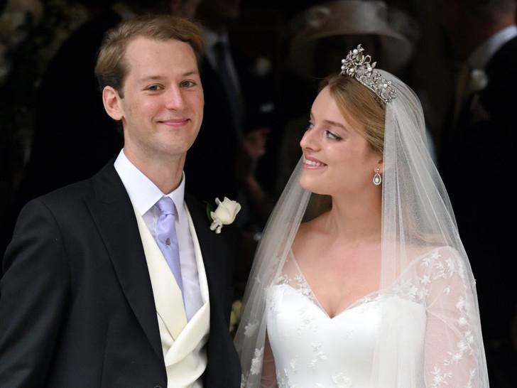Фото №7 - Английская роза: любимая невестка Королевы впервые за долгое время вышла в свет (и ее наряд покорил всех) 