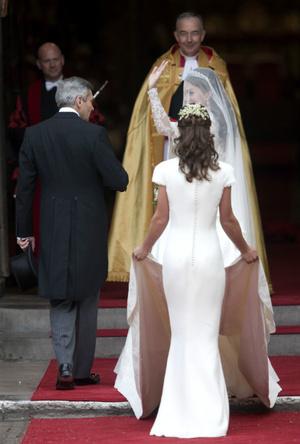 Фото №3 - Переволновался: принц Уильям и его странный юмор у алтаря