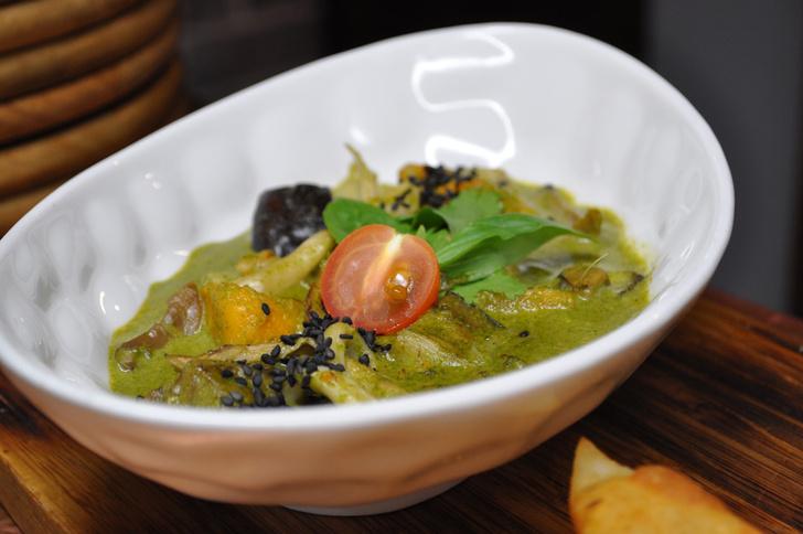 Фото №1 - Вспоминая Индию: рецепт зеленой пасты карри с морепродуктами