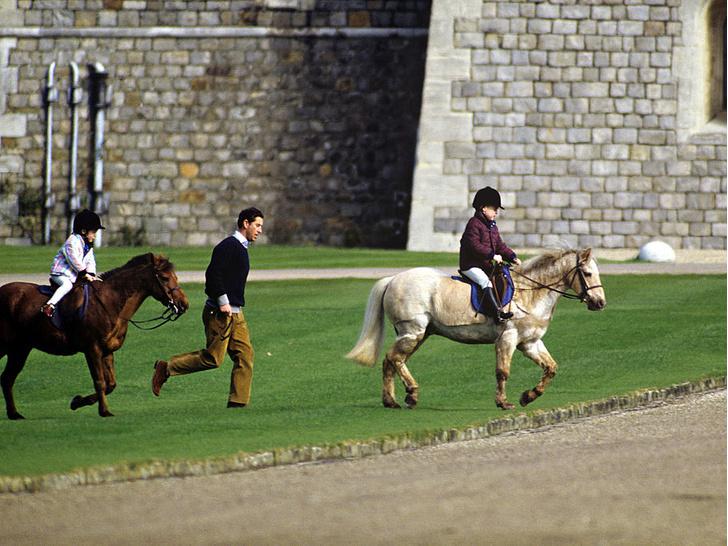 Фото №4 - Счастливые годы: самые трогательные фото принца Чарльза с сыновьями