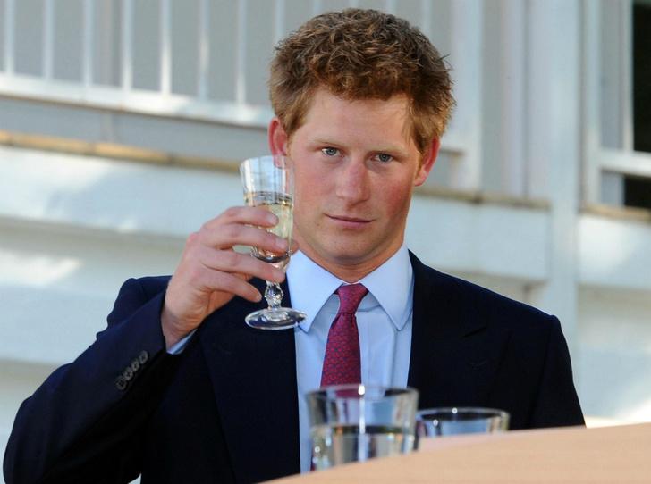 Фото №1 - Маскарад Евгении и конфуз Гарри: самые веселые дни рождения королевских особ