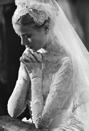 Фото №4 - Вдохновение для герцогини: чье свадебное платье скопировала Кейт Миддлтон