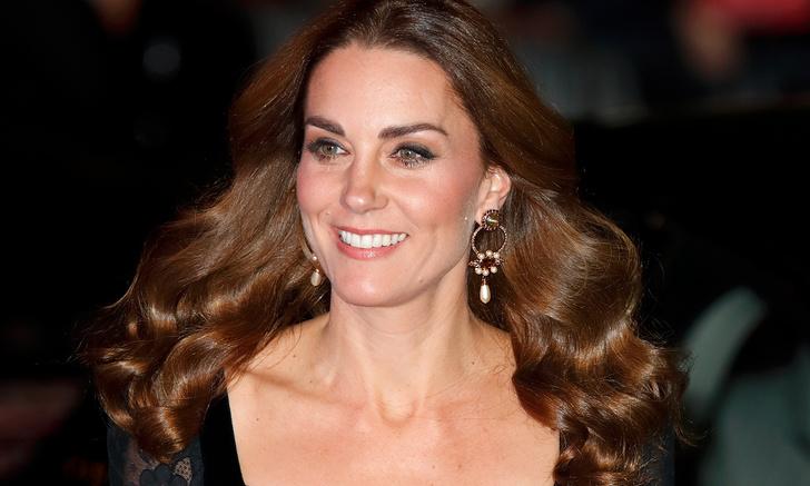 Фото №1 - Жена принца Уильяма Кейт Миддлтон появилась в свете в платье с эффектом «голого тела»