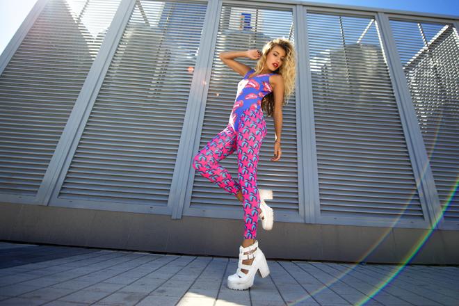 Фото №13 - Регина Тодоренко: «После «Орла и решки» ноги разбиты, как у балерины!»