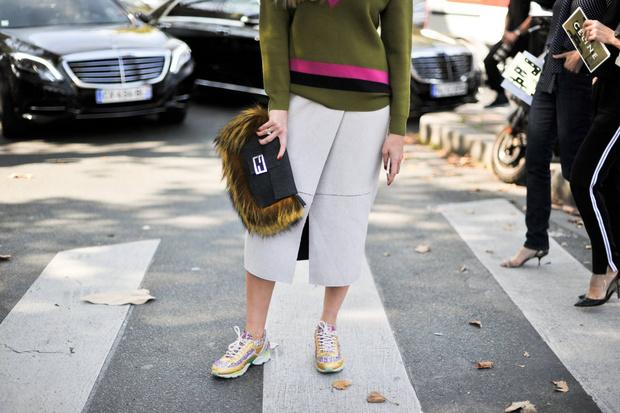 Фото №1 - Хит сезона: как выбрать и с чем сочетать юбку миди-длины