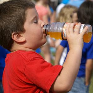 Фото №1 - Сладкие напитки ведут к ожирению