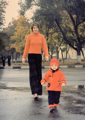 Фото №3 - Раньше взрослели быстрее? 30 фото советских мам и их дочек в одном возрасте