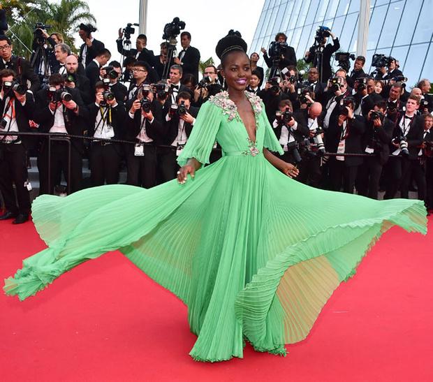 Фото №68 - Войти в историю: 35 культовых платьев Каннского кинофестиваля