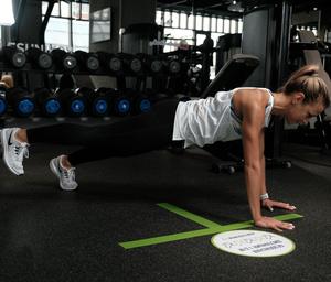 Фото №8 - Как избавиться от «ушек» на бедрах: упражнения на 5 минут