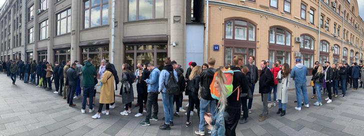Фото №5 - В Москве началась серия одиночных пикетов в поддержку осуждённого на 3,5 года Павла Устинова (фото и видео)