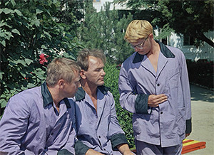 Фото №13 - Сколько сцен сейчас можно вырезать из любой киноклассики: на примере «Кавказской пленницы»
