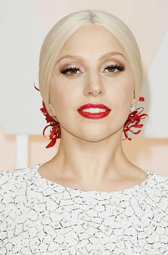 Фото №28 - Как хорошела Леди Гага: все о громких бьюти-экспериментах звезды