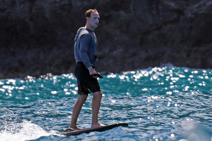 Фото №3 - Марк Цукерберг на отдыхе переборщил с кремом от солнца и стал похож на Джокера (фото и мемы)