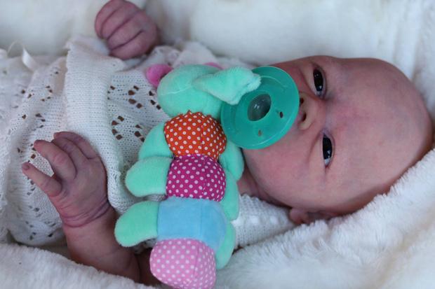 Фото №4 - А вы отличите куклу от младенца? 7 пугающе реалистичных фото