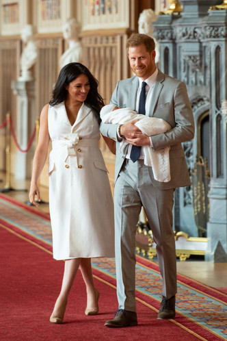 Фото №2 - Меган и принц Гарри показали малыша и рассекретили его имя