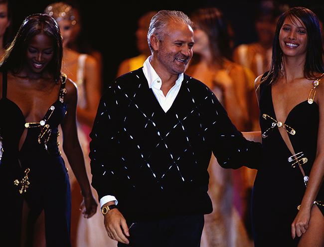 Фото №2 - Парад топ-моделей: Наталья Водянова, Джиджи Хадид, Кайя Гербер и другие на подиуме Versace FW18-19