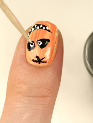 Фото №5 - Мастер-класс: как сделать маникюр на Хэллоуин
