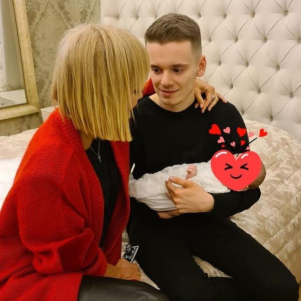 Фото №2 - Валерия впервые показала фото с крохотной внучкой