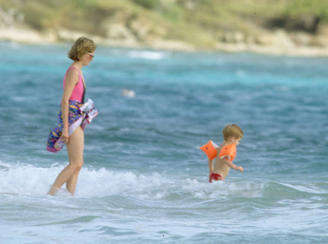 Фото №7 - Принцесса пляжа: бикини-стиль Дианы