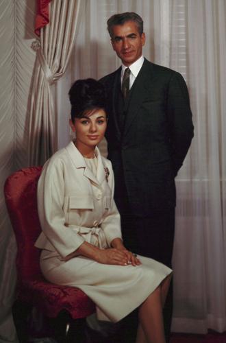 Фото №9 - Последняя императрица Ирана: «Они говорили, если я убью мужа, то смогу вернуться домой»