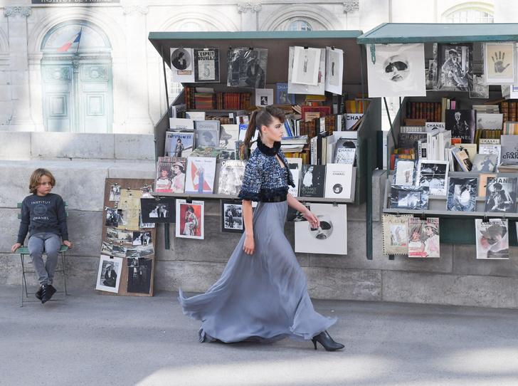Фото №3 - Как оригинально признаться в любви Парижу? Мастер-класс от Карла Лагерфельда