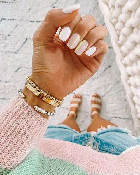 Фото №5 - Нюдовый маникюр на лето: красим ногти как Лана Кондор и не только