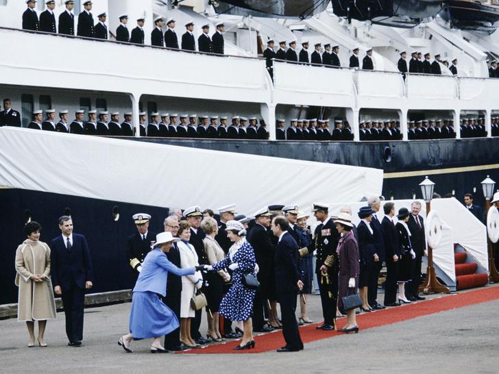 Фото №2 - Плавучий дворец Елизаветы: как выглядела любимая яхта Королевы (и как она проводила там время)