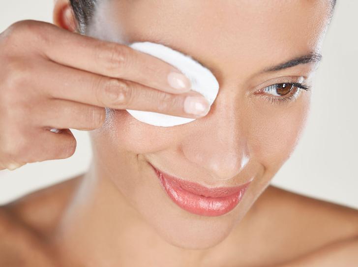 Фото №1 - Демакияж глаз: 6 ошибок, которые вредят коже