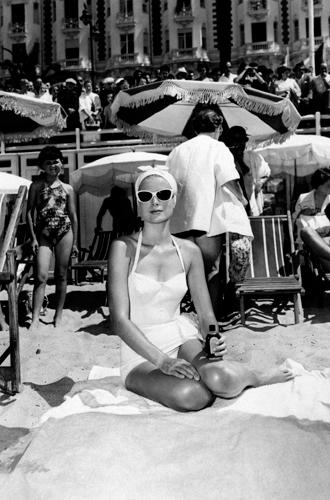 Фото №18 - Королевский пляж: плавки и бикини монарших особ