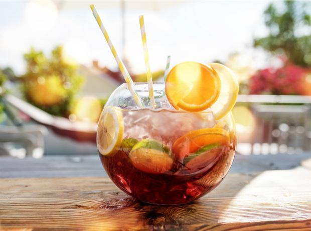 Фото №4 - Сангрия, пунш, слаш: лучшие рецепты освежающих напитков