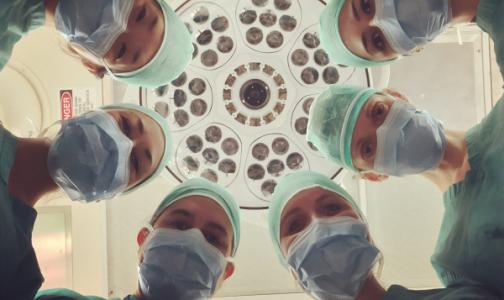 Фото №1 - Голос из больницы: Указания от чиновников, жалобы и фейки размножаются быстрее, чем коронавирус
