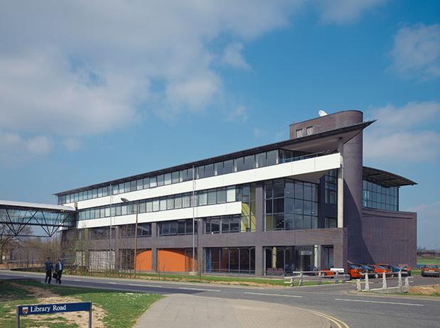 Фото №30 - Где учились принц Уильям, Кейт Миддлтон и Амелия Виндзор: лучшие британские университеты (часть 2)