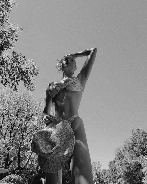 Фото №2 - Эльза Хоск в ярком нижнем белье демонстрирует безупречное тело спустя 2,5 месяца после беременности