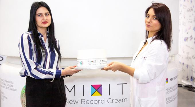 Самая большая банка крема MIXIT попала в книгу рекордов Гиннесса