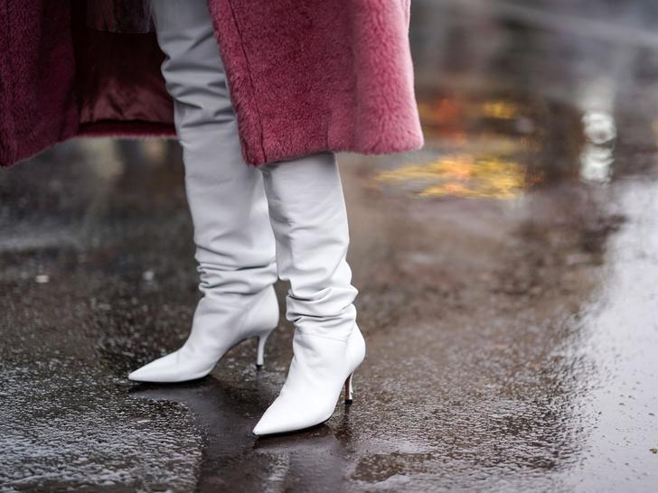 Фото №1 - И в дождь и в снег: как носить белую обувь в холодный сезон