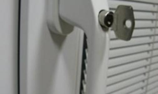 Фото №1 - Упавшая с балкона девочка получила перелом позвоночника
