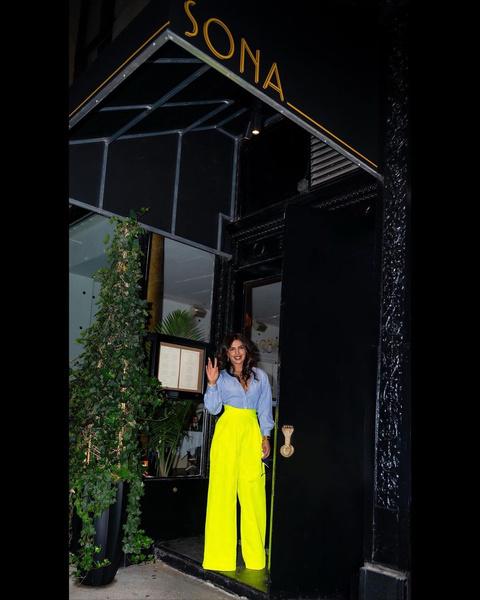 Фото №4 - Самые модные образы для летних вечеринок: показывает Приянка Чопра