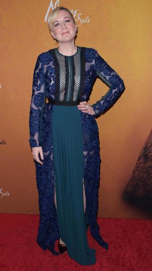Джози Рурк в платье, которое рисует правильные линии