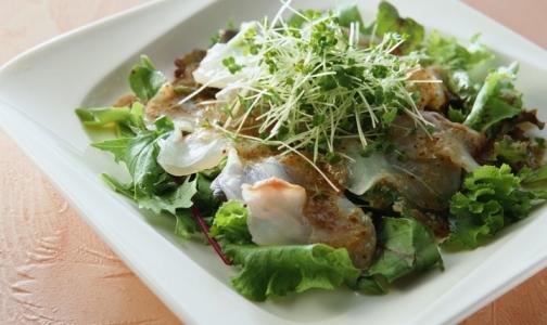 Фото №1 - Кардиологи советуют чаще добавлять в салаты оливковое масло