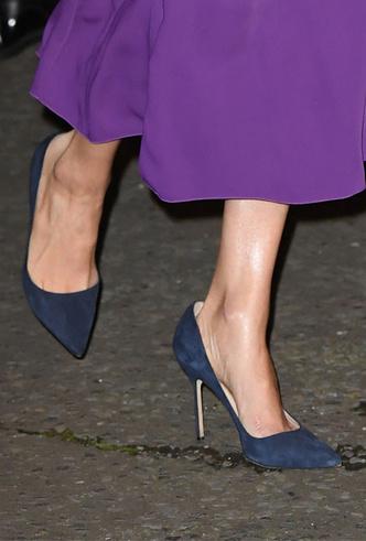 Фото №6 - 10 впечатляющих платьев в фиолетовой гамме, как у герцогини Меган