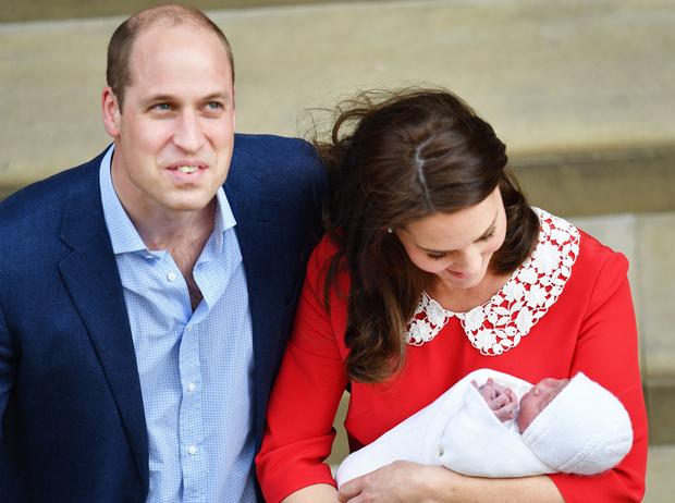 Фото №11 - Самые трогательные моменты трех выписок герцогини Кембриджской из роддома