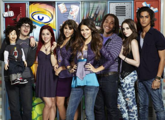 Фото №1 - На Nickelodeon начинается показ новых серий «Виктории-победительницы»