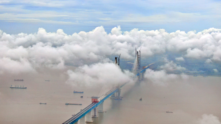 Фото №1 - Мост в облаках
