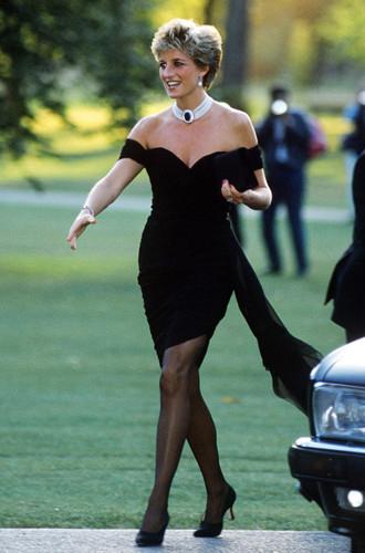 Фото №6 - Незлопамятная Меган: герцогиня Сассекская надела «платье прощения»