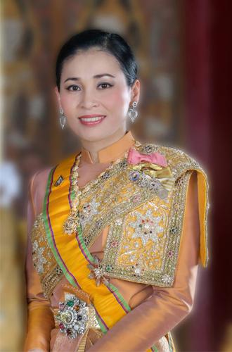Фото №3 - Представлены официальные снимки королевы Таиланда