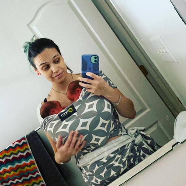 Фото №1 - Беременная двойней похвасталась плоским животом накануне родов— фото