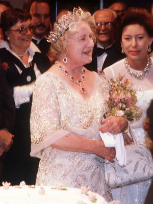 Фото №4 - Полный комплект: самые роскошные парюры британской королевской семьи