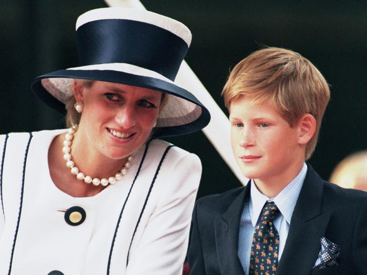 Фото №1 - Заветы матери: главный родительский совет, который принц Гарри получил от принцессы Дианы