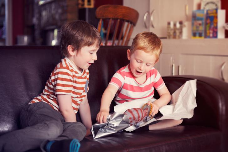 Фото №1 - Давай меняться: как научить ребенка правилам обмена