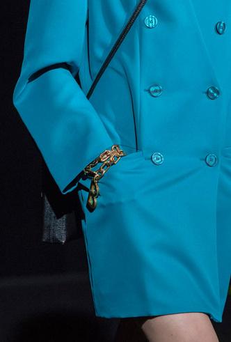 Фото №10 - Как носить крупные цепи: 4 самых модных варианта